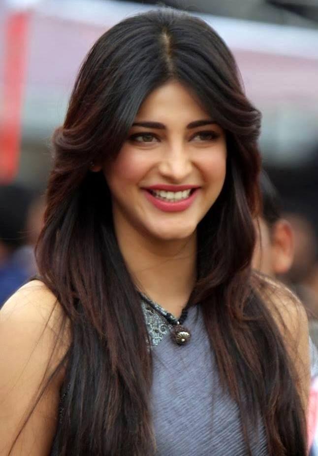 Shruti Hassan Cute Smile HD Wallpaper