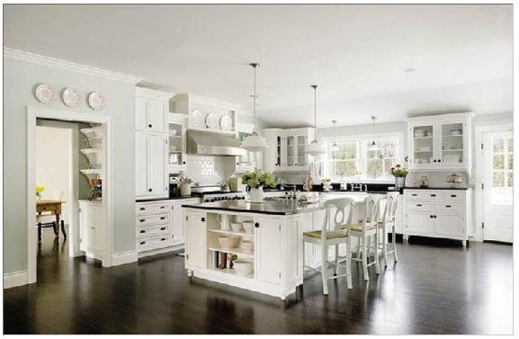 Köks-ö Härligt med mörkt glansigt golv