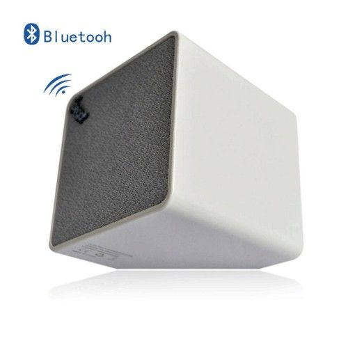 Ipega Bluetooth Speaker for iPhone 4/4s/5s/5c - PG-IH099 - White Model  IASK01WH Condition  New  Ipega Bluetooth Speaker termurah hanya di Gudang Gadget Murah. Kingone H2 Portable Speaker is stylish and big sound speaker. Extendable resonance of the Super Bass technology enables a strong clear sound. Kingone H2 is ideal for listening to your music on the move or at home - White