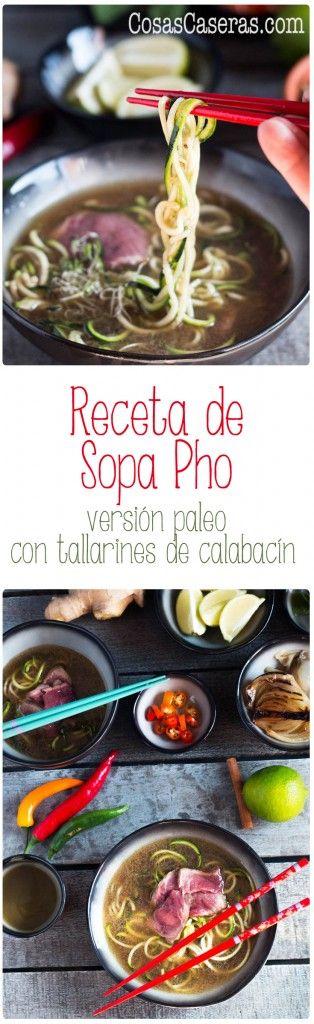 Esta receta de sopa pho transforma un caldo de ternera ordinario en algo exótico y espectacular. Esta versión paleo usa tallarines de calabacín. Receta en español.