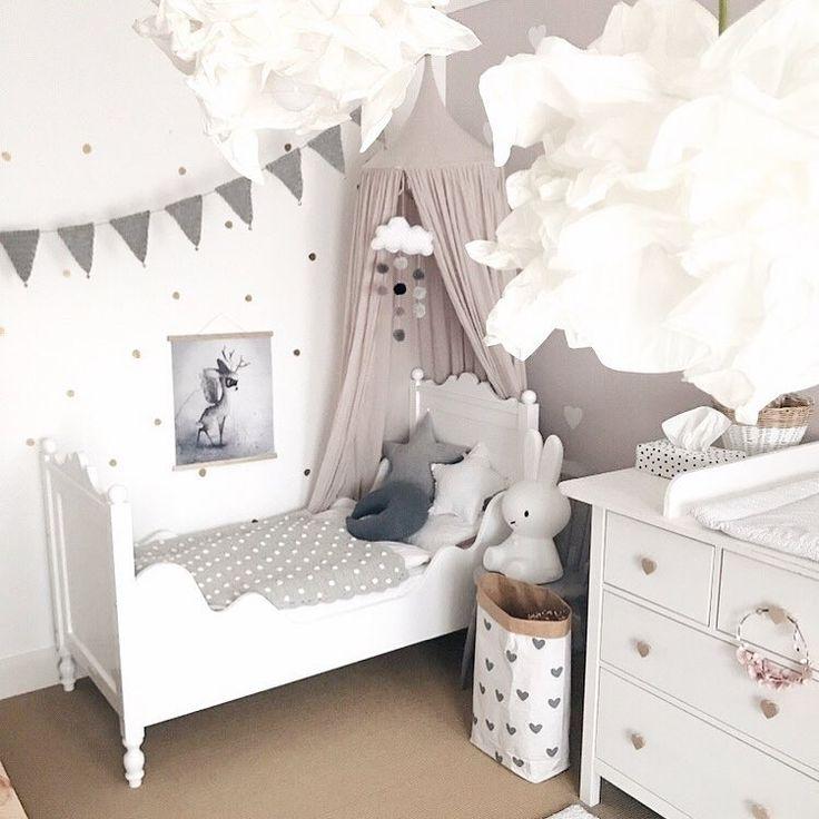 Kinderzimmer einrichten Idee Inspo Kinderbett Betthimmel Mädchen Vintage altros… – petite voyou