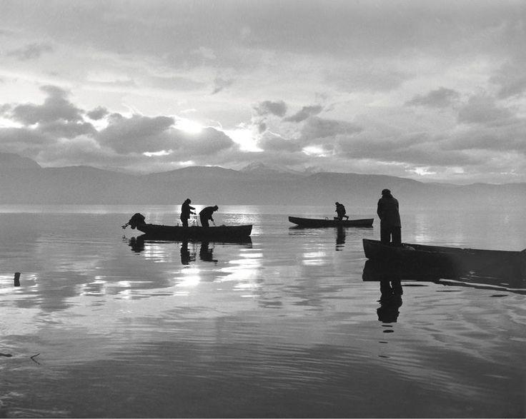 Ψάρεμα τα χαράματα, Ιωάννινα 1962...φωτ.Κώστας Μπαλάφας