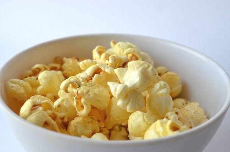 Dit snelle recept voor popcorn is ideaal als je zin hebt in wat lekkers maar even geen tijd over hebt. Binnen 5 minuten staat er een heerlijk geurende, grote bak popcorn voor je klaar.