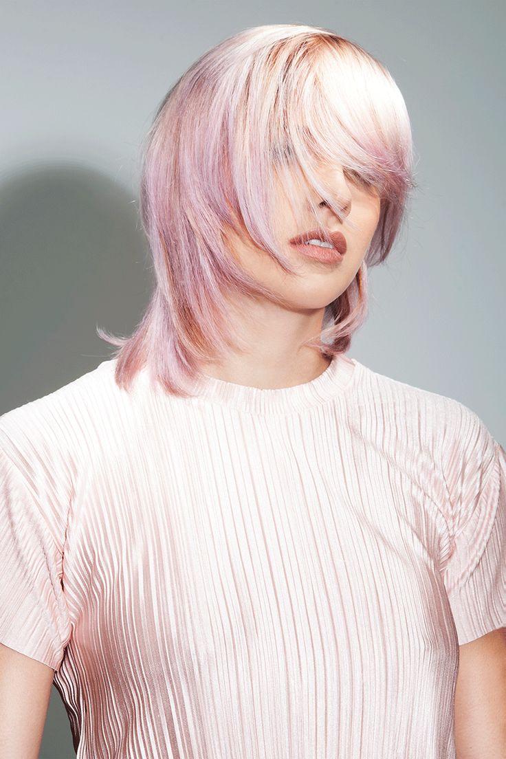 Pastell meets Platin Silver und schlägt mit frechen Fransen und durchgestuften …