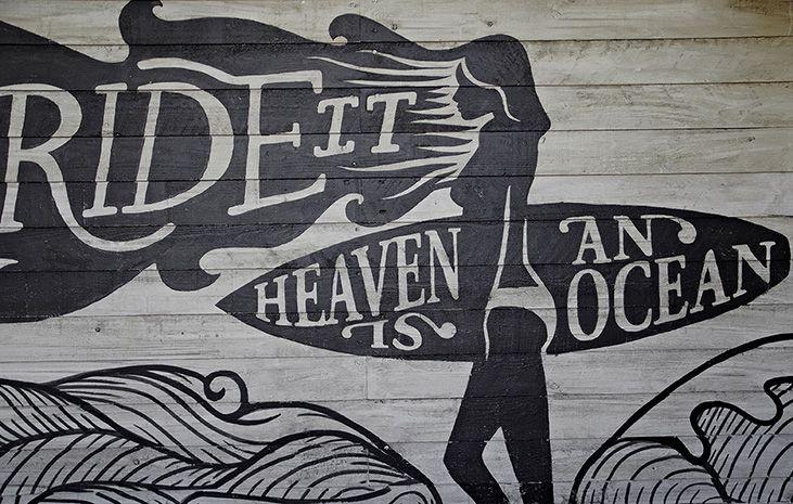 Imagen corporativa e ilustración del restaurante McAllister Taco Surf en Lloret de Mar. Diseño de espacio realizado por la interiorista Verónica Cruz . Fotos de Denisse García .