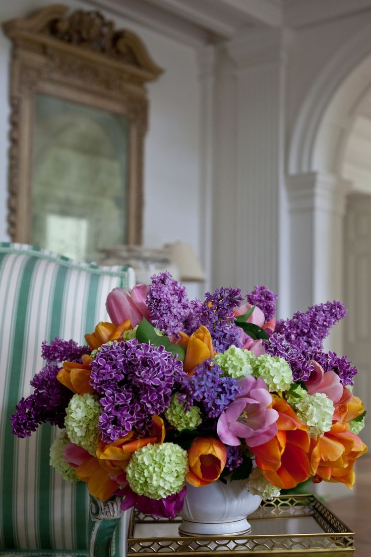 Beautiful spring floral arrangement, in vibrant colors, for the home. Carolyne Roehm #SpringFloralArrangement