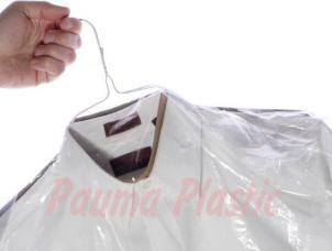 Mayorista y fabricante de bolsas. Disponemos de bolsas de polipropileno en diferentes medidas, bolsas para caramelos y golosinas, bolsas de vacío, bolsa para lavandería, bolsas para San Valentín, bolsas para uvas, bolsas para Sant Jordi, bolsas OPP cristal, bolsas para muérdago, bolsas doypack, bolsas con la base cuadrada, bolsas para mensajería.