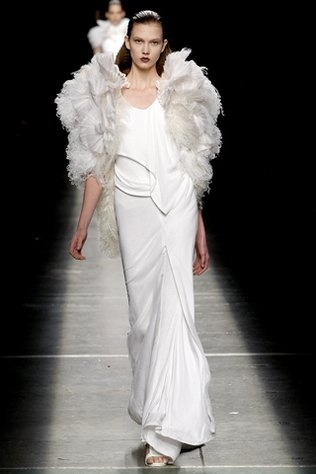 Givenchy: Fall 2009, 2009 Rtw, Fashion Week, Givenchy, 2009 Ready To Wear, Wedding, Couture, White Dresses, Photo