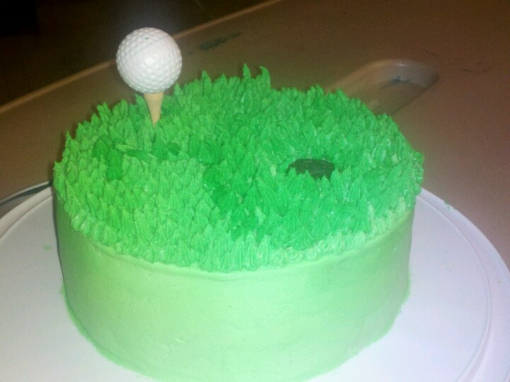 Half an Oreo cookie for the hole, then using wilton tip#18 i made grass, added tee and fake golf ball.  #golfcake #fathersday