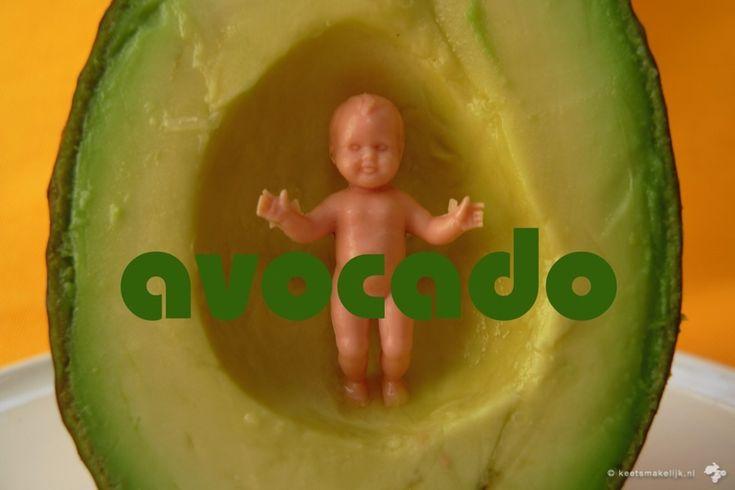 Technisch gesproken geen groente maar een fruitsoort: de vrucht van een avocadoplant. Wij doen gewoon of het een groente is, want zo gebruiken we'm ook.