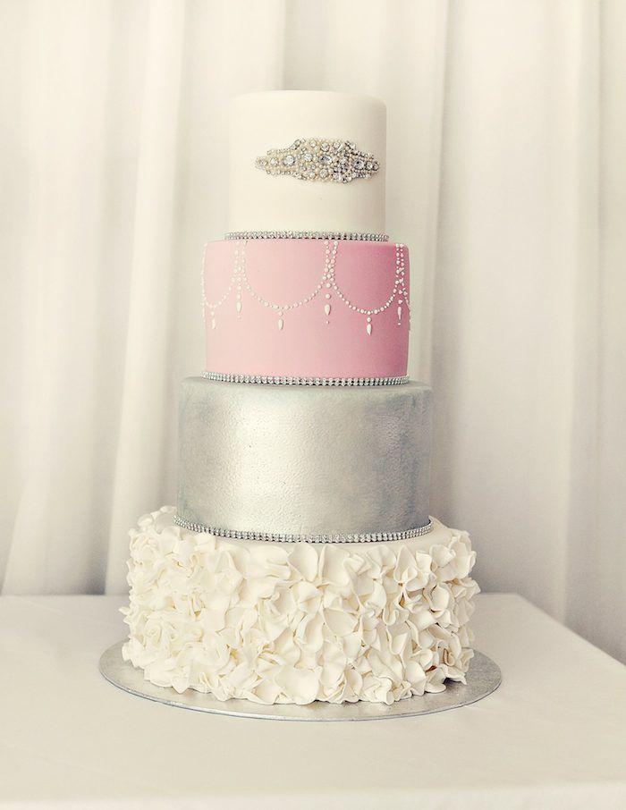 Ainda estou em duvidas entre a combinação de cores rosa, dourado, preto e branco ou rosa, branco e prata.