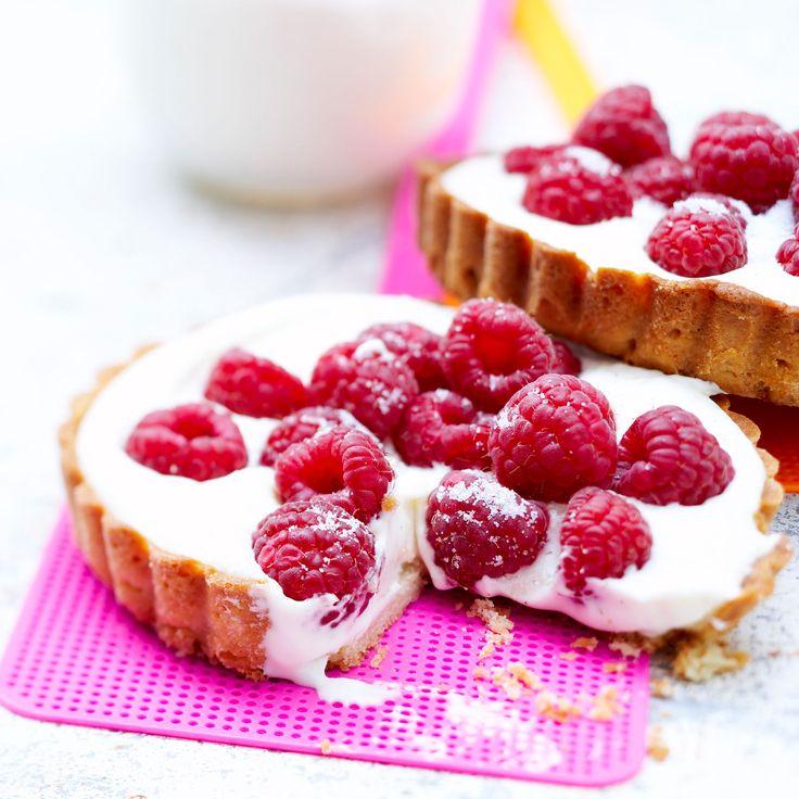 Découvrez la recette Tarte aux framboises mascarpone sur cuisineactuelle.fr.