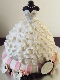 Wedding gown dress cake...definitely going to try this for my sister-in-law's bridal shower!