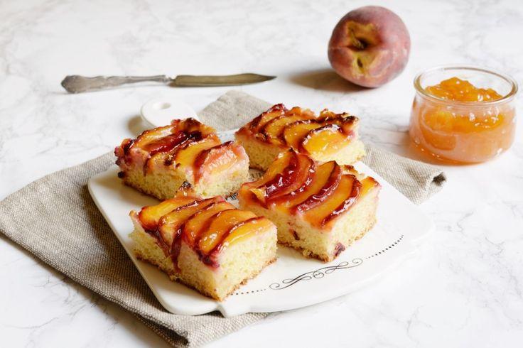 Torta con pesche fresche