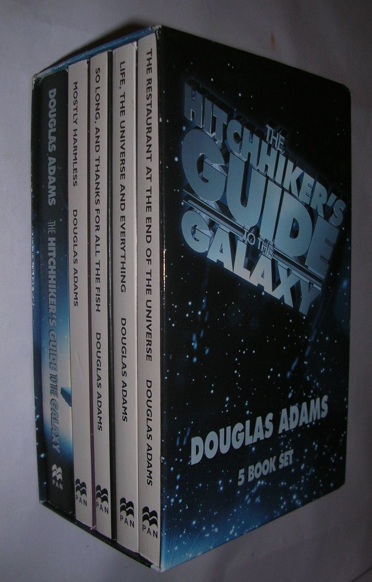 Hitchhiker's Guide To The Galaxy 5 Book Box Set: Amazon: