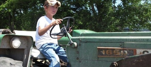 children performing farm work are four times more likely to be killed than those employed in all other industries combined.Farms Work, Performing Farms, Farms Memes, Kids Www Agrilicious Org, Kids Www Agrilici Org, Farms Kids
