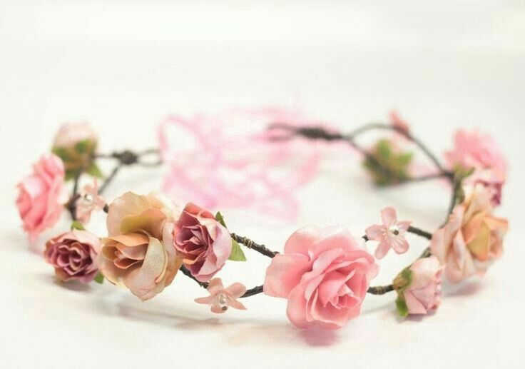 I went on a search how to make my own floral coronets to sell at the craft show I intend to go to, and found a world of it's own. If I start making these, I may not have time for anything else. Awesome idea though.