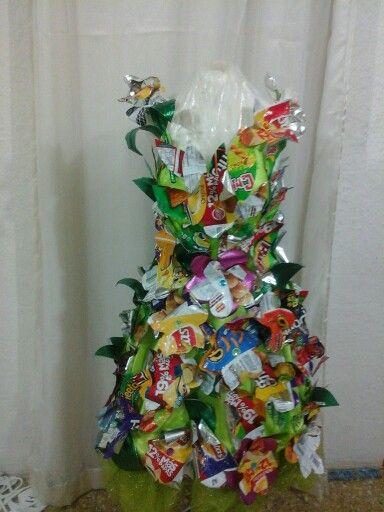 Traje con material reciclado
