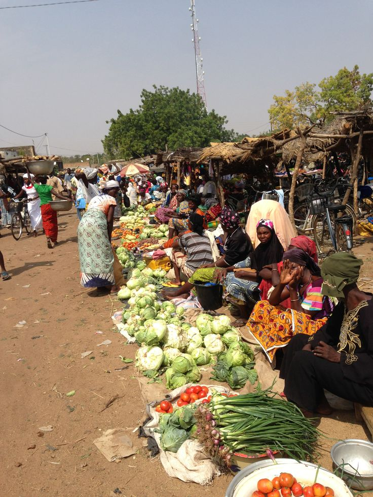 the market in Garango // in the market you will see just women and children