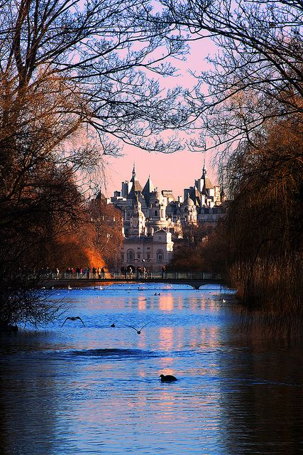 St. James's Park, the oldest of the Royal Parks of London / England (by vanto5).