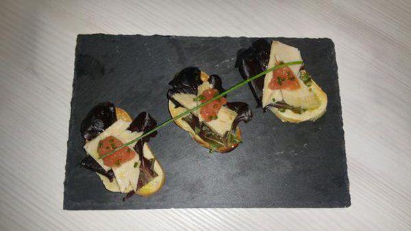 Melva de Lasca de Bonito de Burela con caviar de tomate.