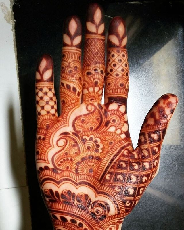 Perfect Gorgeous stain. Chemical free 100% natural henna cones! No matter what people tell you, words and ideas can change the world. #mehndi_by_hayat