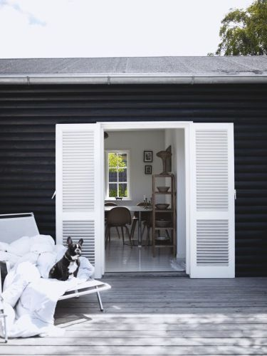 Love this white door to the terrace (Photo: Birgitta Wolfgang Drejer)