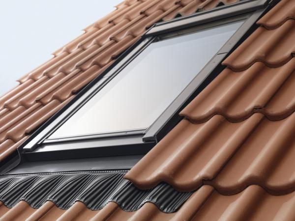 Okna połaciowe są bardzo narażone na działanie czynników atmosferycznych. Fot. Velux