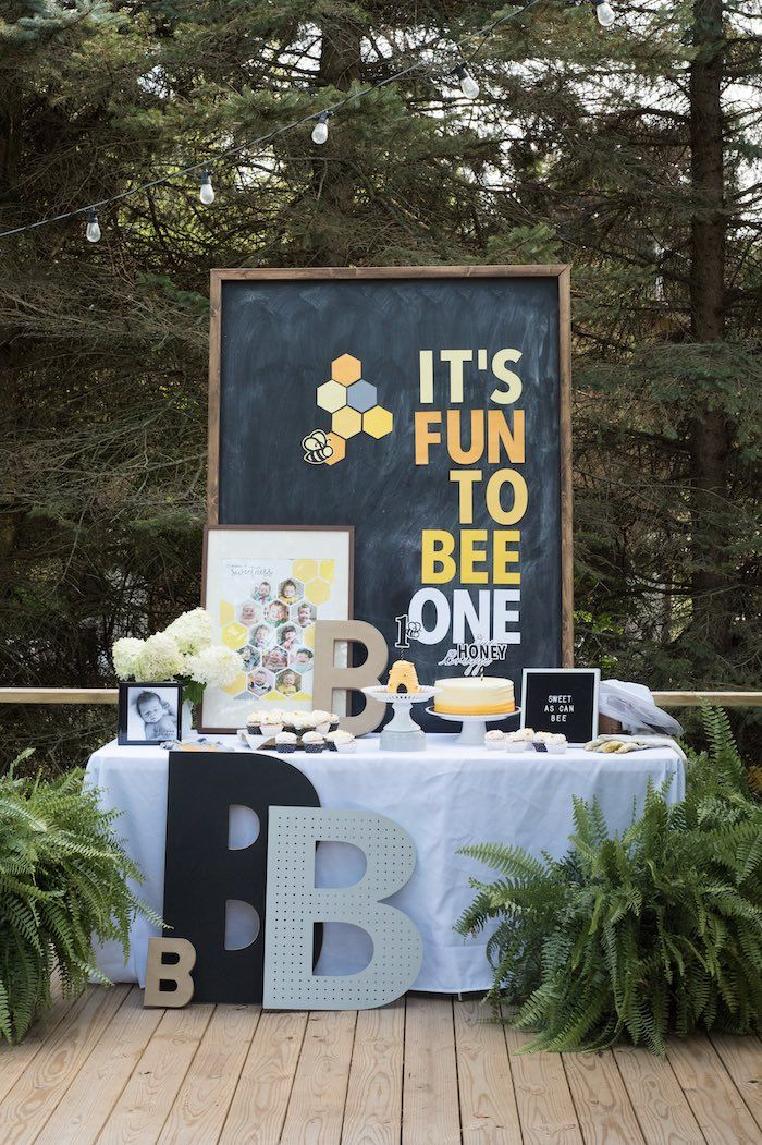 Bee Themed Party Table From A Bee Themed 1st Birthday Party On Kara S Party Idea Bee Birthday Party 1 Year Birthday Party Ideas Boys First Birthday Party Ideas