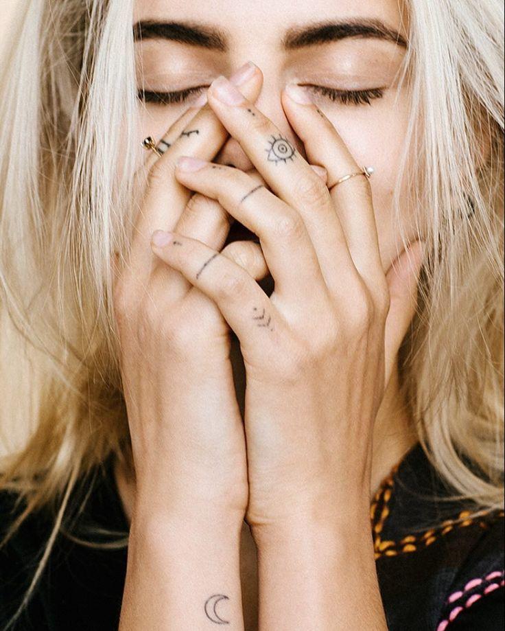 Finger-Tattoos: Diese 15 zarten Finger-Tattoos wirst du lieben!