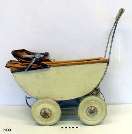 I remember someone having an old doll carriage like this <3