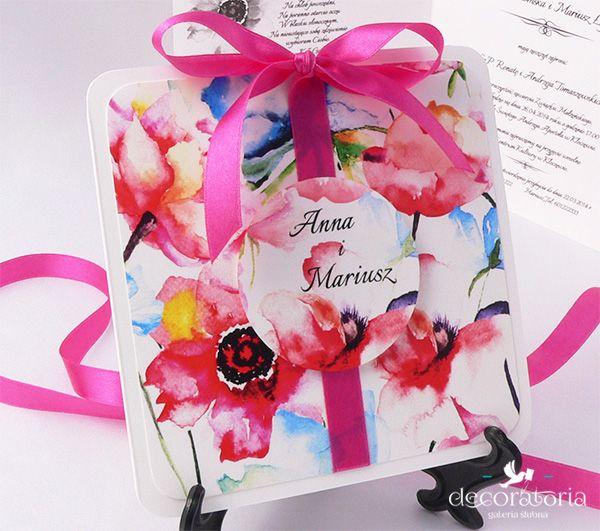 Flower wedding invitations with bow and ribbon Zaproszenia ślubne w kwiaty, ozdobione tasiemką i kokardą