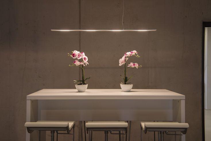 """SLV Pendelleuchte """"CYGNIS"""" zeichnet sich durch ihr modernes, flaches Design aus. Angenehm warmweißes Licht durch Premium LED und dadurch besonders sparsam im Energieverbrauch."""
