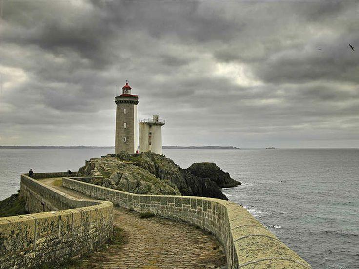 Le phare du Petit Minou, à l'entrée du goulet de Brest, en Bretagne.  © Marc Olivieri