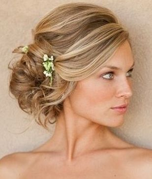 Like the idea of putting some baby's breath in my hair instead of a floral hair piece...