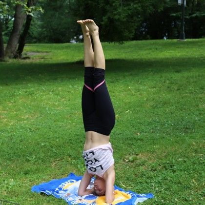 yoga poses headstand in central parkchef v  parada