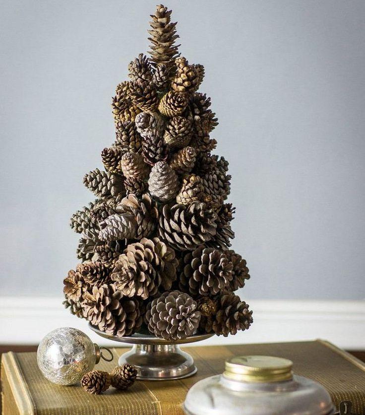 Puristischer weihnachtsbaum aus tannenzapfen basteln for Pinterest weihnachtsbaum