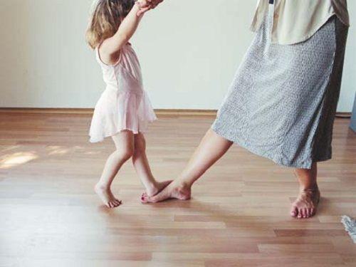 Die Erziehung ist eine der Hauptaufgaben des Menschen. Wenn du Mutter, Vater, Großmutter oder Lehrer bist, ist es unbedingt notwendig, dass du dich fragst, was du den Kindern beibringen willst. Nach unserem Erfahrungsschatz empfehlen wir dir, die folgenden 4 Werte zu berücksichtigen und deine Kinder damit zu erziehen.