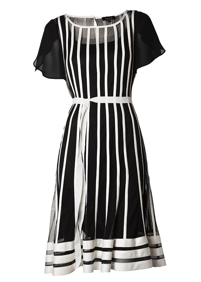 Klänning med bandapplikationer i vitt  Beautiful black and white dress