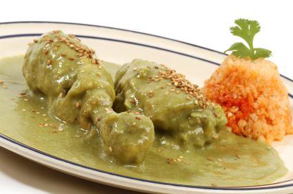 Este rico mole verde esta hecho a base de tomate verde y pepita molida.  Una verdadera delicia.