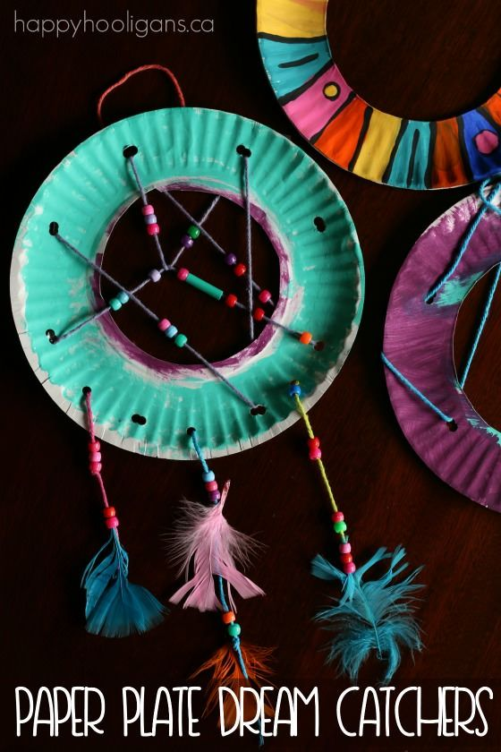 Paper Plate Dream Catchers.  Great for kids who experience bedtime anxiety, bad dreams, fear of the dark etc. - Happy Hooligans