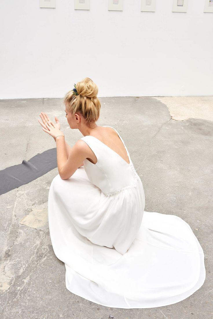Robe de mariée épurée et féminine de la collection 2017 CAMILLE / MARGUET - modèle ELLIS - Paris