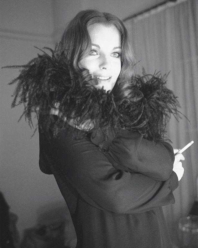 """1970. Romy Schneider sur le tournage du film """"Qui?"""" de Léonard Keigel  Photo: Jean Claude Deutsch/Paris Match  #parismatch #jeanclaudedeutsch #romy #romyschneider #cinema #vintage #portrait #qui #actress #alaindelon #icon #godess #canon #frenchcinema #france #model #france #portrait #blackandwhite #seventies #film #photo"""