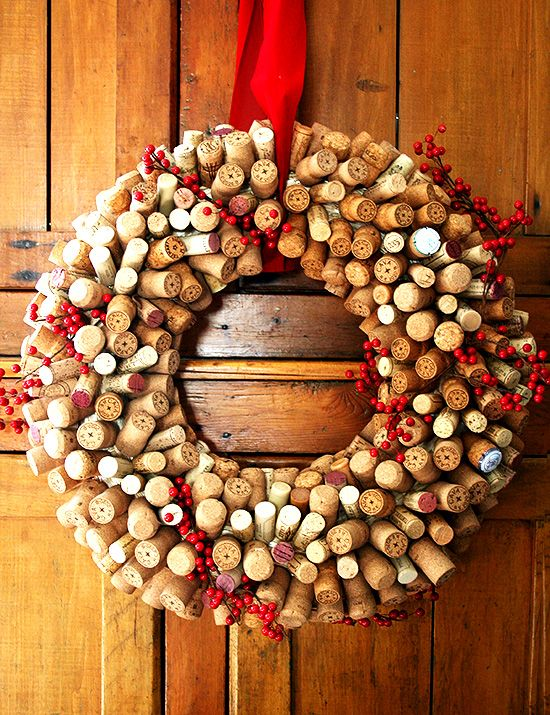 A holiday #wine cork craft to get started on now.... Cork Christmas Wreath