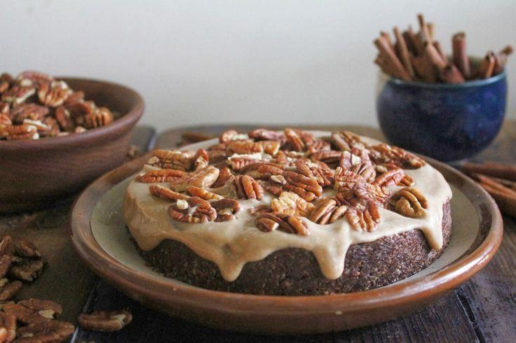Vegano de chocolate pastel de caramelo de la pacana en bruto | Un planeta verde