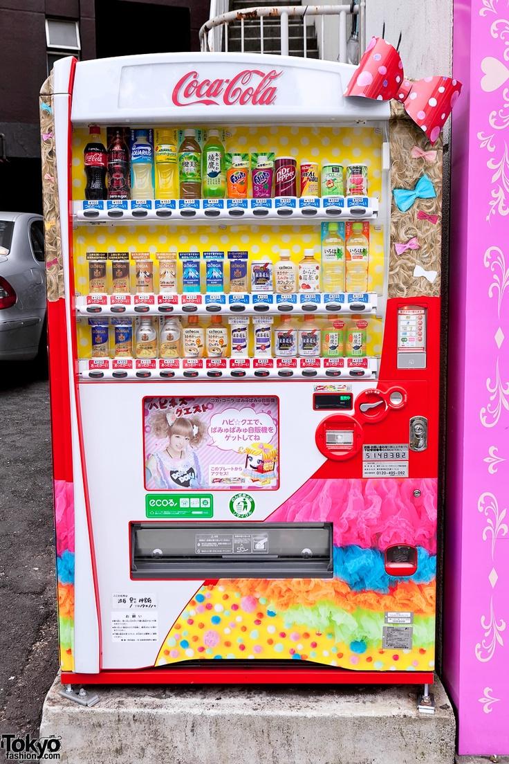 Hair accessories vending machines - Kyary Pamyu Pamyu Super Kawaii Coca Cola Vending Machine On The Street In Harajuku