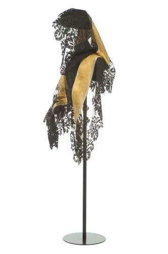 Mantilla de casco o Goyesca en el museo del Traje de Madrid.