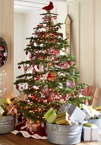 Gorgeous Christmas Tree Decorating Ideas! Love the Cardinal on top! #Christmas #ChristmasTree