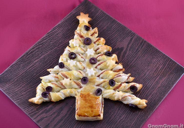 • Albero di Natale di pasta sfoglia prosciutto cotto