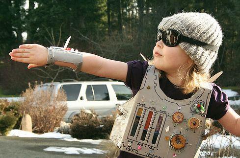 niña disfrazada robot espacial Disfraz casero de robot